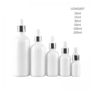 निरनिराळया रंगाने चमकणारा पांढर्या किंवा निळसर रंगाचा खडा व्हाइट ग्लास अत्यावश्यक तेल बाटली